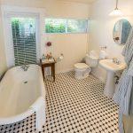 Fuchsia bathroom