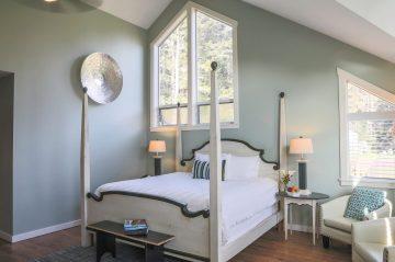 Pacific Room's bedroom